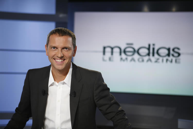 01591318 photo thomas hugues sur le plateau de medias le magazine